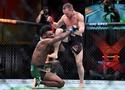 Tại sao cú lên gối của Petr Yan lên Aljamain Sterling tại UFC 259 lại phạm luật?