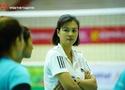 """Hoa khôi Kim Huệ lần đầu ngồi """"ghế nóng"""" tại giải bóng chuyền VĐQG"""