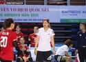 Những sắc thái của HLV Kim Huệ trong trận thắng đầu tay ở Giải VĐQG