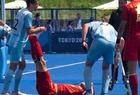 Khúc côn cầu Olympic Tokyo: Nghi đối phương vờ đau, phang gậy ngay lên đầu