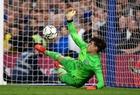 Kepa cản phá phạt đền nhiều hơn Petr Cech trong lịch sử Chelsea