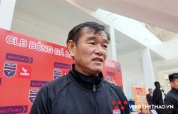 """HLV Phan Thanh Hùng """"nhẹ"""" áp lực mùa đầu tiên dẫn dắt Bình Dương"""