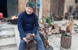 Marathoner Đoàn Ngọc Hải mang chó Mông thuần chủng theo xe cứu thương làm từ thiện