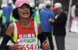 """""""Bà cô Nhật"""" 62 tuổi chạy marathon 2 giờ 52 phút, phá kỷ lục thế giới nhóm tuổi trên 60"""