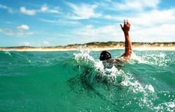 Kỹ năng chống đuối nước khi gặp nước xoáy, dòng chảy tách bờ trên biển