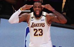 LeBron James lại bộc lộ điểm yếu, Westbrook bắt tay Bradley Beal ăn mừng
