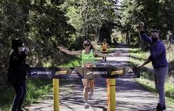 Người phụ nữ đầu tiên trong lịch sử chạy 50km dưới 3 giờ