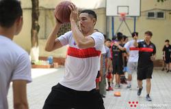 Thang Long Warriors mang niềm đam mê trái bóng cam tới Dewey Schools