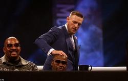Conor McGregor chế giễu vụ việc Floyd Mayweather Jr và Jake Paul: Kiếm hàng thật mà đánh