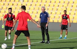 """Vòng loại World Cup 2022: UAE rút gọn đội hình, """"trăm mối tơ vò"""" với bại tướng ông Park"""
