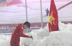 """Nằm chung bảng Trung Quốc, Duy Mạnh bồi hồi khoảnh khắc cắm cờ Tổ quốc ở """"Thường Châu tuyết trắng"""""""