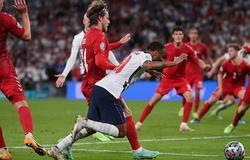Sterling giải thích về tình huống kiếm phạt đền cho tuyển Anh