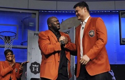 Shaquille O'Neal gửi lời xin lỗi Yao Ming vì... sợ bố!
