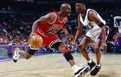 Bản hợp đồng kỷ lục 25 triệu đô la dài 8 năm của Michael Jordan