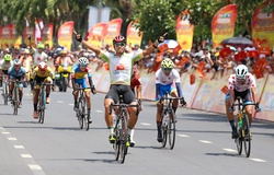Thắng chặng 16, Trịnh Đức Tâm đánh chiếm áo xanh giải xe đạp cúp truyền hình HTV 2021
