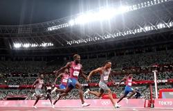 """Chân chạy Canada đánh bại cả 3 đối thủ Mỹ để trở thành """"Vua 200m Olympic"""""""
