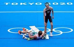 """Chàng trai đạt chuẩn Olympic hai môn khác nhau, vượt mặt cả thầy giành """"bạc"""" triathlon"""