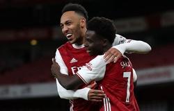 Aubameyang chuộc lỗi cho Arsenal sau cơ hội bỏ lỡ đáng kinh ngạc