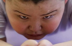 """Động lực của cậu bé sumo 10 tuổi nặng 85kg: """"Thắng mấy anh lớn là vui!"""""""