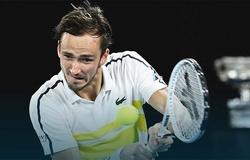 Kết quả tennis bán kết Australian Open hôm nay, 19/2: Medvedev ép Tsitsipas không thể lật bàn như trước Nadal