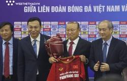 HLV Park Hang Seo và bóng đá Việt cũng giống như chuyện tình yêu