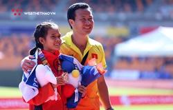 Thầy Hồng Lệ tất bật chăm trò kiệt sức sau HCĐ marathon SEA Games 30, vẫn lo… mất xe đạp