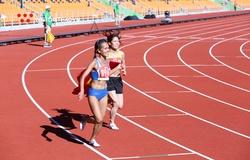 """Sau """"cú đổ gục marathon"""", Hồng Lệ cùng Phạm Thị Huệ thống trị 10.000m SEA Games 30"""