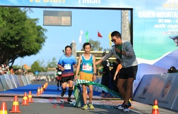 """Lê Tấn Hi - """"Nhà vô địch giày thủng tí hon"""" lên ngôi ở BaDen Mountain Marathon 2021"""