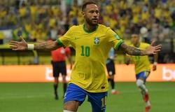 Neymar tiến thêm một bước tới kỷ lục của Pele với Brazil