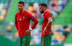 HLV MU quyết định người sút phạt đền giữa Ronaldo và Fernandes