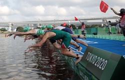 Triathlon nam Olympic Tokyo gặp sự cố xuất phát hiếm có, đáng quên nhất lịch sử