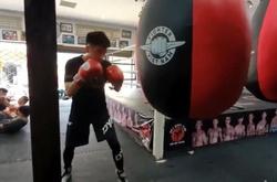 Phải đi học xa, boxer tập nhờ phòng Muay Thai của Nguyễn Trần Duy Nhất và cái kết ấm lòng