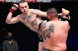 Chấp 25kg tài năng trẻ MMA Nick Maximov vẫn 'bón hành' đối thủ nặng kí suốt 3 hiệp
