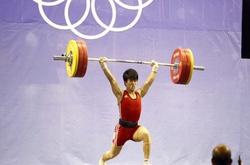 SỐC: Cử tạ Việt Nam bất ngờ nhận HCĐ Olympic 2012