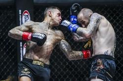"""Tượng đài Kickbox Nieky Holzken knockout """"dập sườn"""" đối thủ, tái xuất ngoạn mục"""