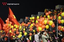 Khán giả lấp đầy sân Cẩm Phả cổ vũ tuyển Việt Nam đấu U22 Việt Nam