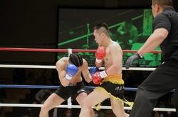 """Kickboxer 47 tuổi gây sốc với pha """"đấm bay"""" đối thủ"""