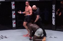 """Đụng cao thủ đánh đứng, """"người khổng lồ"""" Oumar Kane gục ngã sau 2 hiệp"""