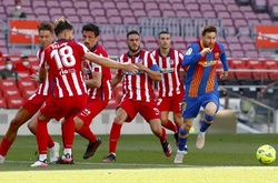 Barca trả giá đắt trước các đối thủ trực tiếp đua vô địch La Liga