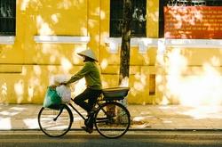 """Quan điểm """"siêu tranh cãi"""": Đạp xe là thảm họa kinh tế đất nước"""