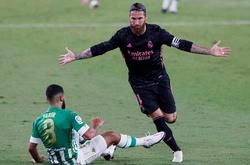 Ramos bỏ lỡ khó tin cho Real Madrid và chuộc lỗi bằng Panenka