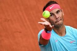 """Các sao dự Roland Garros phát rầu với quả bóng """"ném cho chó cũng không dám đớp""""!"""