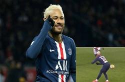 """Neymar khiến đối phương """"hớ"""" nặng với pha chuyền bóng bằng… mông"""