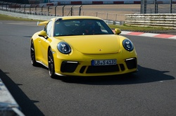 Porsche 911 GT3 lập kỷ lục mới ở Nürburgring
