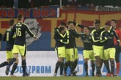 Arsenal lên ngôi đầu, Barca san bằng kỷ lục ghi bàn ở Champions League