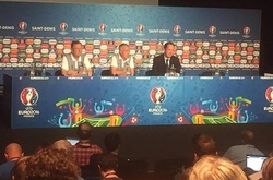 Thư EURO: HLV Deschamps thừa nhận không có thuốc trị Ronaldo!