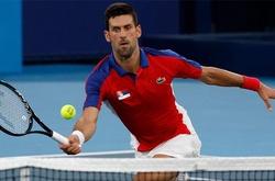 Kết quả tennis Olympic mới nhất: Thắng dễ như đi dạo, Djokovic đổ mồ hôi vì trời nóng hơn là do đối phương