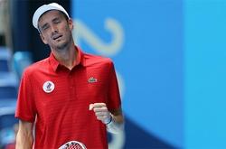 Sao tennis Nga Medvedev phản ứng khi bị hỏi đểu ở Olympic