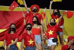 Xúc động sắc đỏ ngập tràn trên sân Zabeel để tiếp lửa tuyển Việt Nam