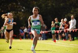 Cô bé gốc Philippines 11 tuổi lập kỷ lục thế giới chạy 5000m, chỉ kém HCV SEA Games của Nguyễn Thị Oanh